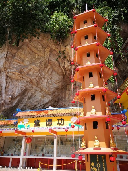 Kwan Yin Tong Cave Temple 5 of 17